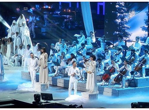 ob_4e13c7_jeanne-les-enfoires-2013-orchestre-philarmonique.jpg