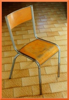 chaiseecole.jpg