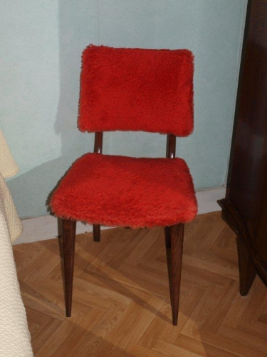 CHAISE ROUGE.jpg